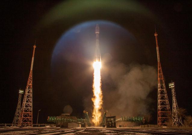 """俄""""联盟""""火箭发射的英国一网卫星入轨"""