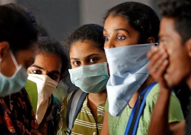 印度新冠肺炎患者一天增加约3000人