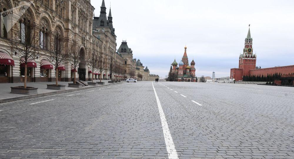 莫斯科红场,因全面居家自我隔离而变得空空荡荡