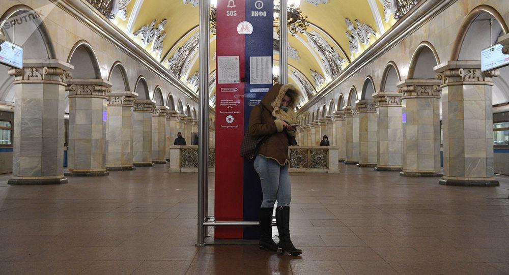 莫斯科地铁旅客流因全民自我隔离而缩减了一倍