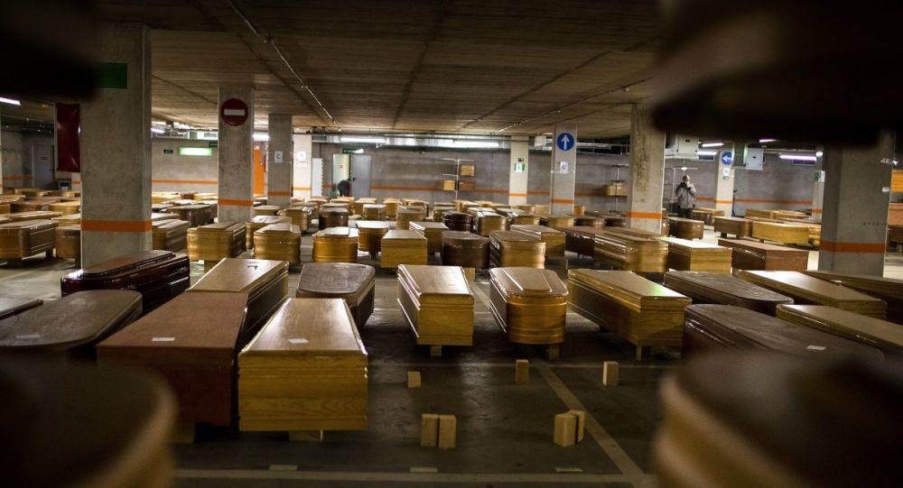 媒体:巴塞罗那殡仪馆将停车场改为新冠病毒感染死亡者的停尸房
