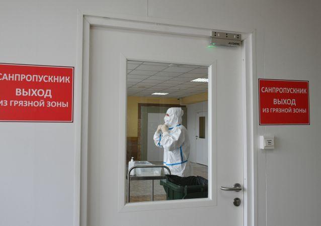 俄消费者权益保护局:俄有16.8万人疑似感染COVID-19病毒受到观察