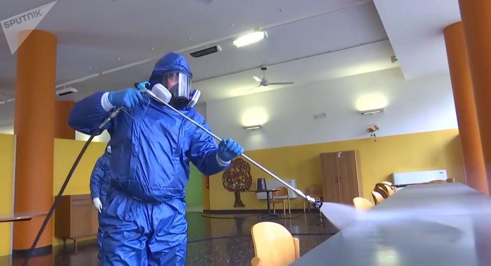 俄军专业人员对意大利养老院的消毒任务完成过半