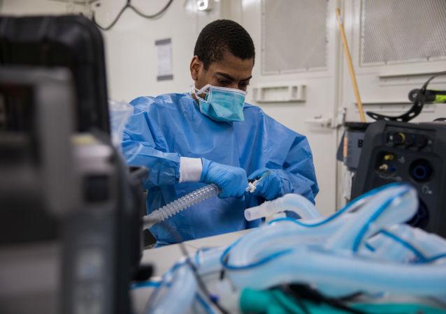 美国霍普金斯大学:全美新冠病毒感染死亡病例超过17万例