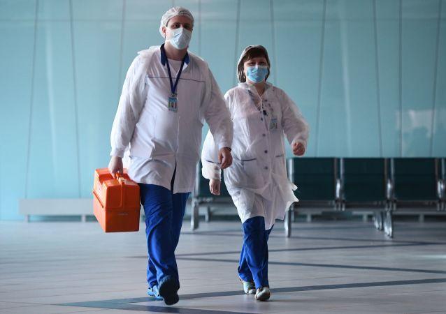 民调:俄罗斯人将医务工作者评为2020年度英雄