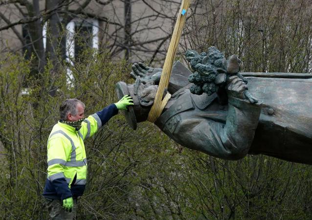 俄罗斯请捷克移交拆除的科涅夫元帅纪念碑 捷克回应