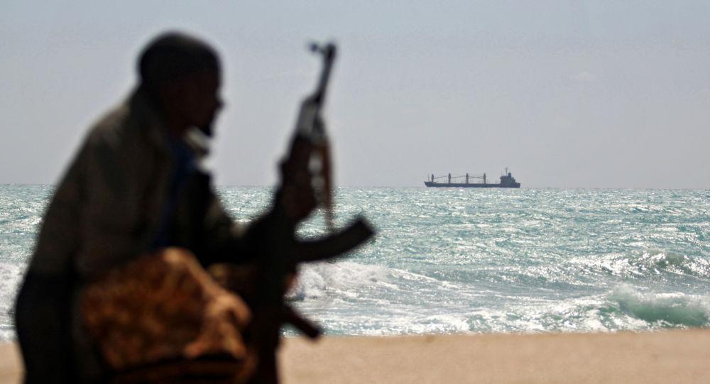 几内亚湾一油轮四名船员被海盗劫持 其中一人为俄公民