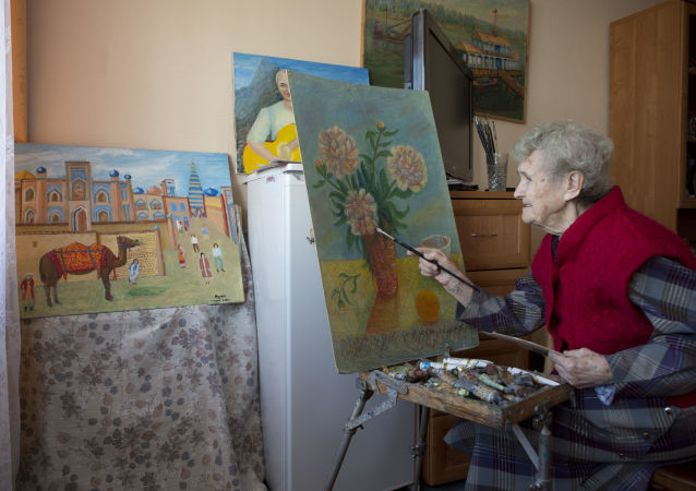 俄退休人员隔离期间学习汉语及其他艺术活动