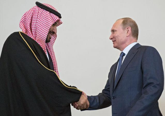 俄罗斯总统普京(右)和沙特王储穆罕默德·本·萨勒曼
