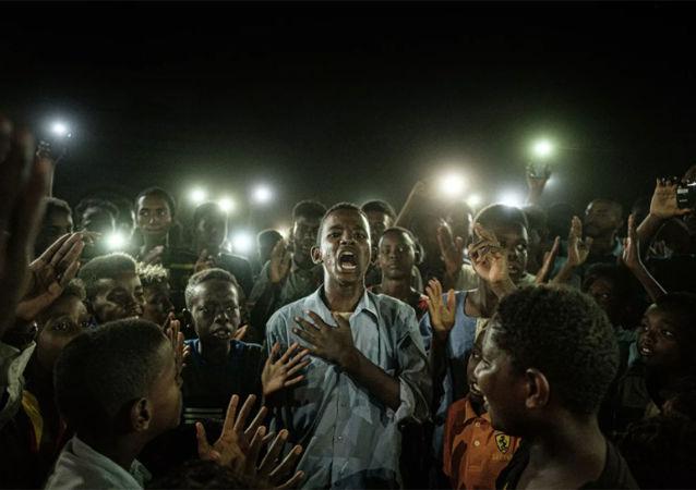 苏丹民众示威摄影作品获世界新闻摄影奖