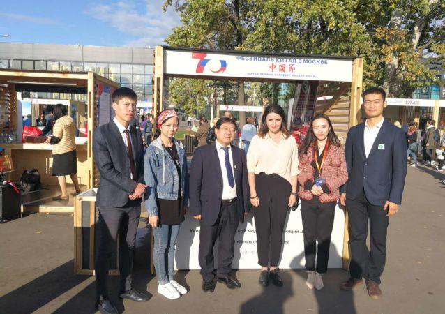 李云海医生和陕西中医大学代表团参加201年莫斯科举办的文化交流活动