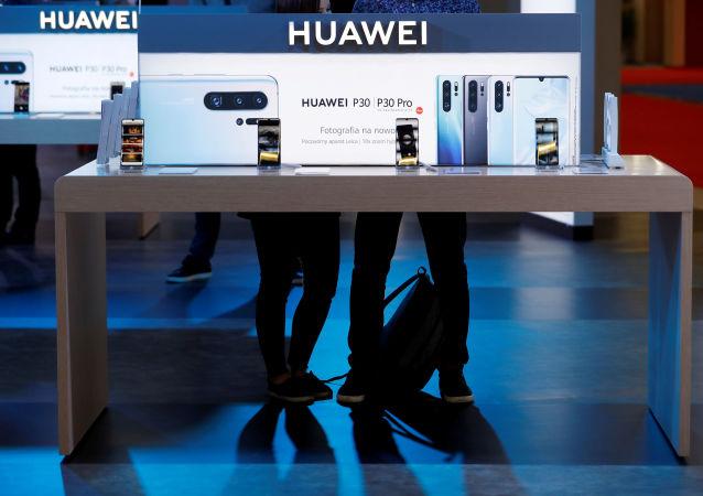 华为首次超越三星成为全球最大的手机制造商