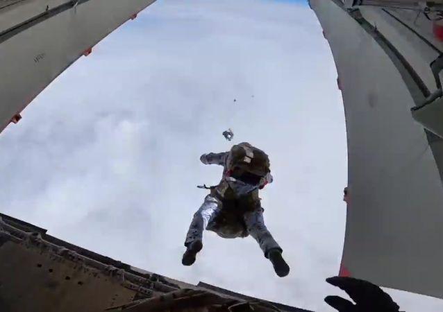 俄国防部:空降兵2021年将举行2600多场实弹演习