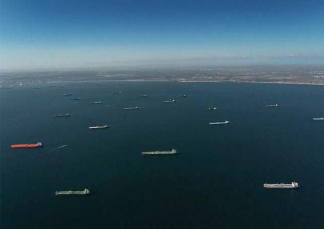 加州海岸现油轮异常聚集