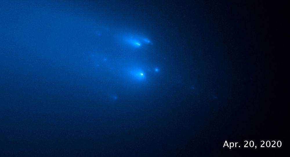 哈勃望远镜捕捉到阿特拉斯彗星分裂过程