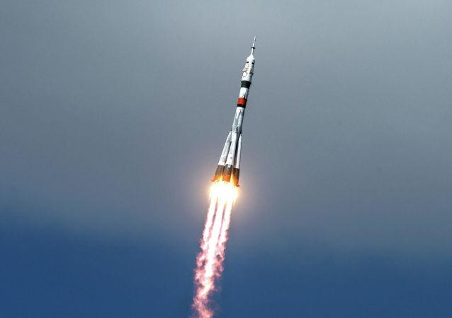 """乘坐俄罗斯""""联盟""""号飞船的第一次集体太空游的游客姓名将于2021年初公布"""