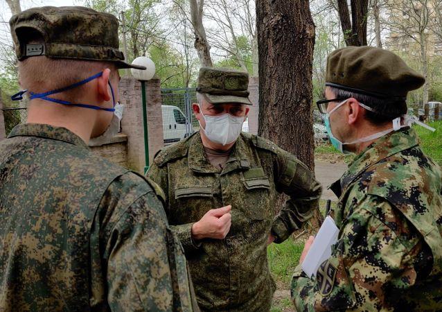 俄专家结束对塞尔维亚西南部医疗机构的消毒处理工作
