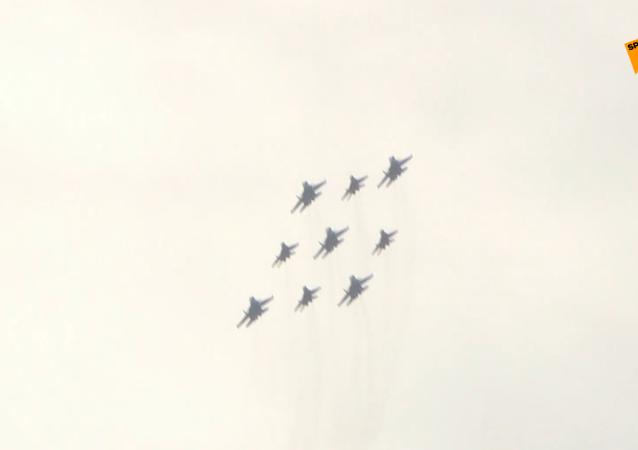 俄罗斯骑士在莫斯科上空举行胜利日阅兵彩排