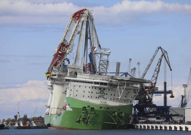 德国一个安装在中国船舶上的起重机倒塌