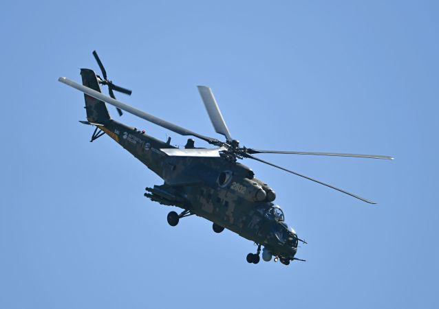 俄军动用米-35掩护驻叙赫梅米姆基地的军用运输机