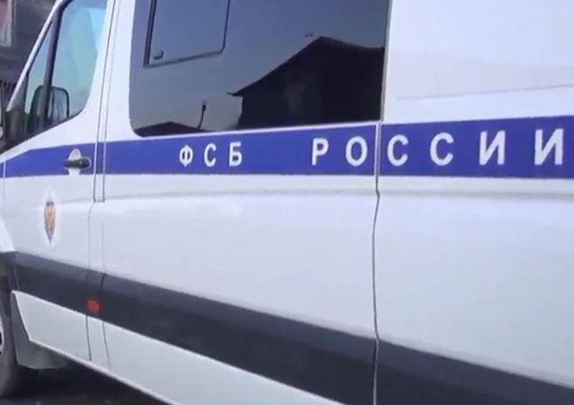 俄联邦安全局查获地下武器工厂缴获近200件武器