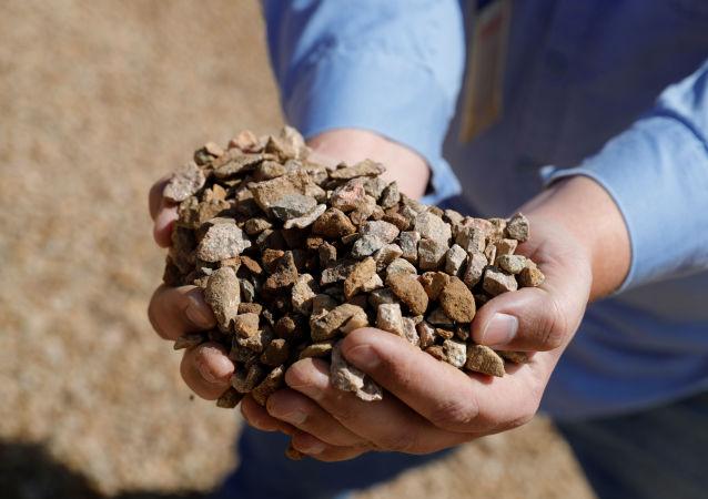 稀土金属矿物