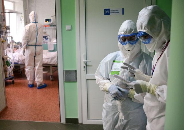 俄罗斯单日新增9709例COVID-19确诊病例