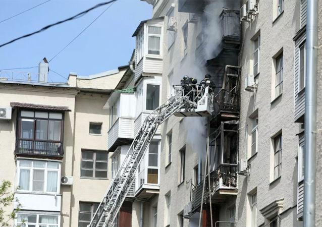 俄汉特—曼西斯克自治区一居民楼发生火灾 已疏散20多人