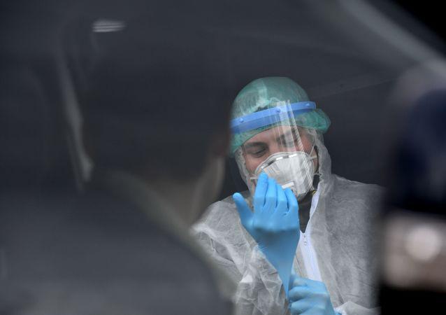 俄工贸部副部长称防护面具略有短缺 将从中国进口补短