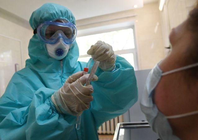 莫斯科副市长:医生已治愈26000多名新冠病毒患者