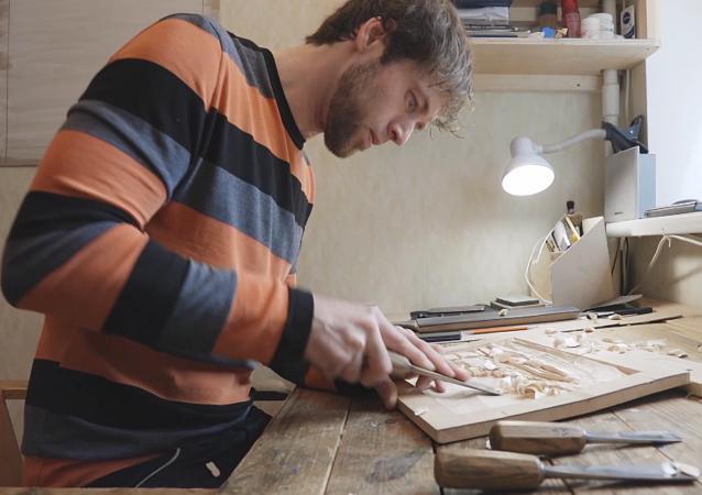 俄罗斯木雕大师的浮雕作品令人惊艳