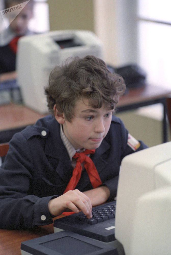 1986年苏联学生在计算机课上