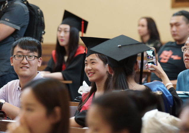莫大校长认为需要简化录取外国大学生的条件