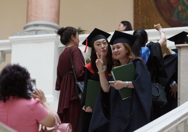 研究:俄中两国高校毕业生在批判性思维方面水平相当