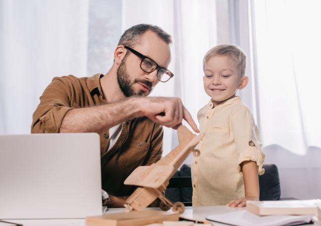 大多数俄公民认为父母离异孩子与父亲保持沟通很重要