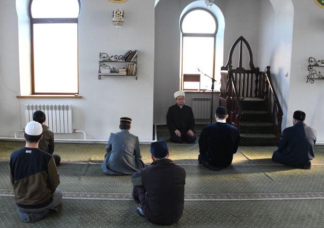 普京向俄罗斯穆斯林致以开斋节祝福
