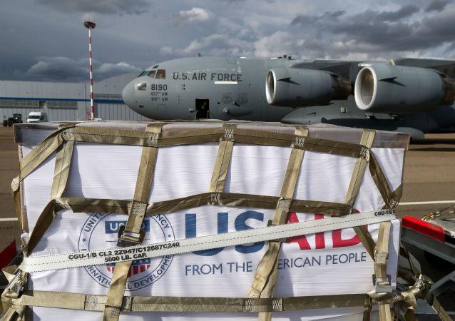 美国军机搭载援俄呼吸机抵达俄罗斯