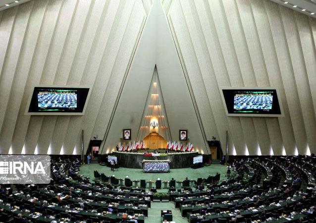 伊朗议会议长向俄国家杜马主席转交哈梅内伊写给普京的信函
