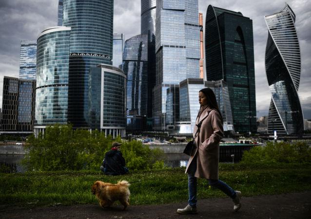 普京:俄正在恢复正常商业生活 需要额外支持需求