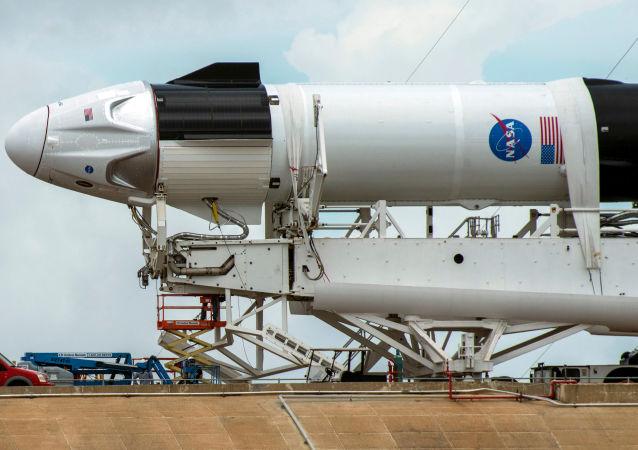 NASA:载人龙试验飞行的乘员将飞船称为奋进号