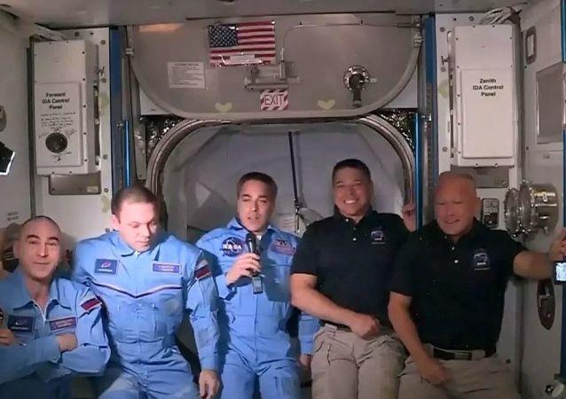 两名美宇航员已从龙飞船进入国际空间站