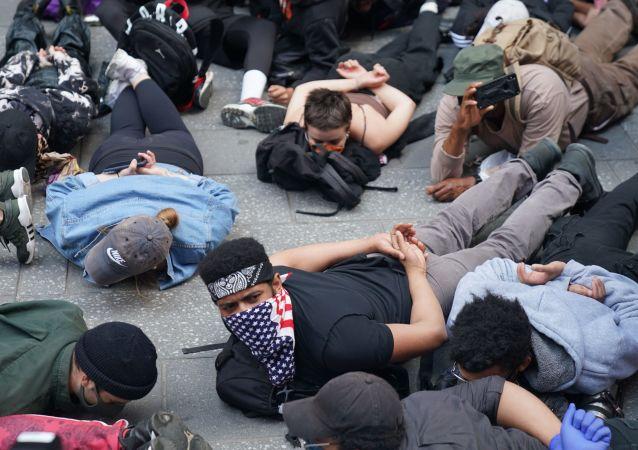 抗议活动的参与者们
