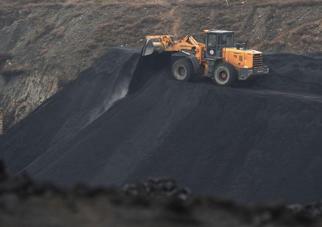 俄铁组织用开顶集装箱对华运煤
