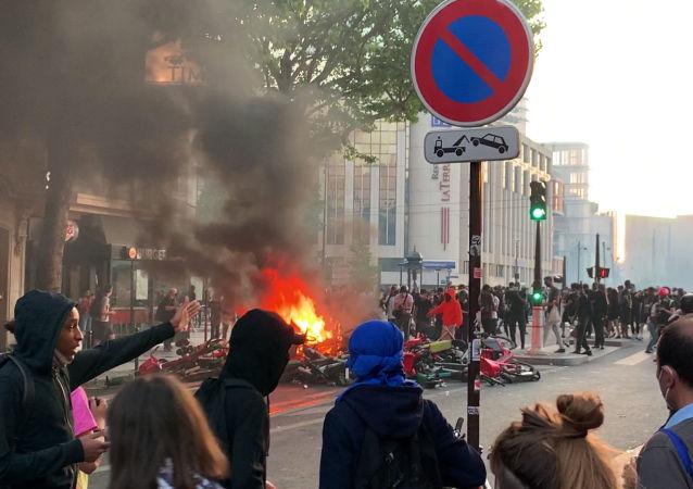 巴黎举行抗议活动