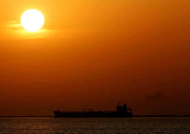 """南大西洋磁场异常让油轮""""转圈"""""""