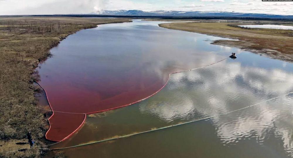 俄诺里尔斯克柴油泄漏事故后水中有害物质含量超标60倍 但比两天前大幅减少
