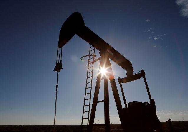 """布伦特原油价格回涨至上份""""欧佩克+""""减产协议延期失败前水平"""