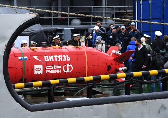 """俄罗斯""""勇士-D""""级无人自动深潜器"""
