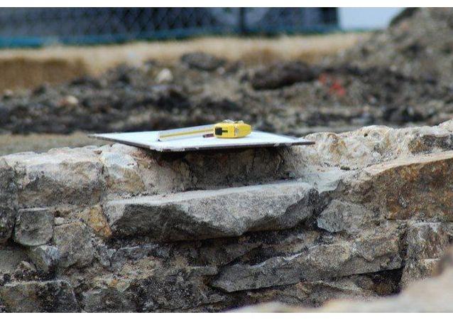 考古学家在瑞士发掘一个千年矩阵