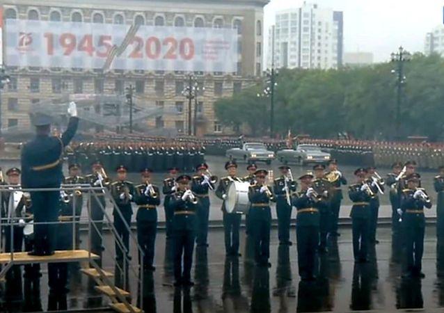 庆祝胜利周年纪念日的哈巴罗夫斯克卫戍区军队阅兵在哈巴罗夫斯克举行